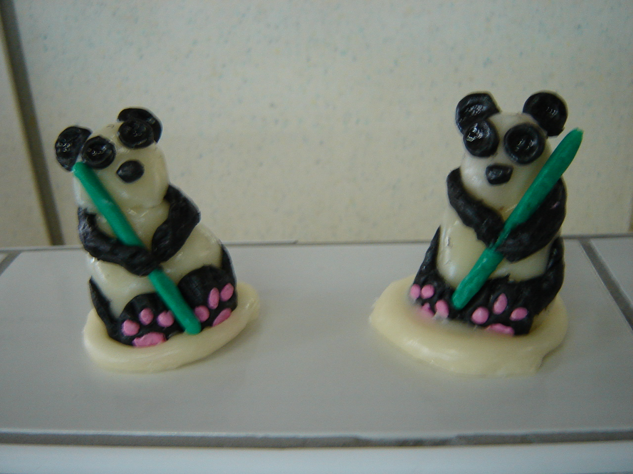 "les figurines ""pandas"" vernies"